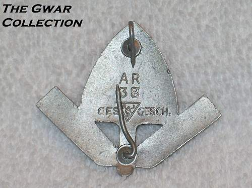 Click image for larger version.  Name:Rad cap badges 018.jpg Views:65 Size:243.2 KB ID:765378