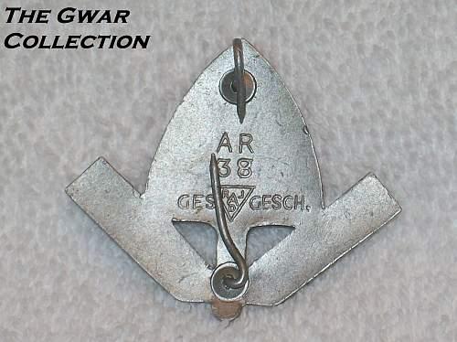 Click image for larger version.  Name:Rad cap badges 018.jpg Views:117 Size:243.2 KB ID:765378