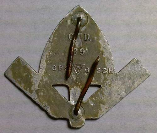 Click image for larger version.  Name:38) RAD Men's Cap Badge rear.jpg Views:80 Size:84.8 KB ID:765673