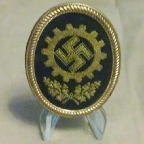 DAF Cap badge for review