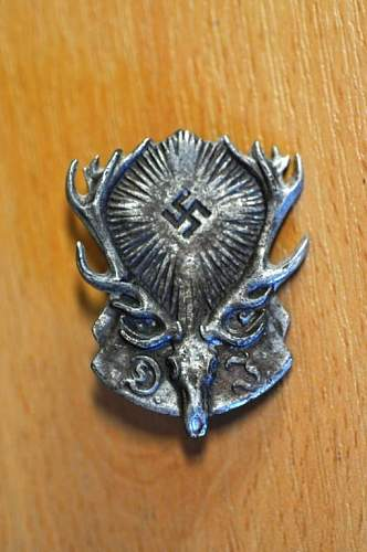 Hunter's badge... anyone have an idea as to what this is?
