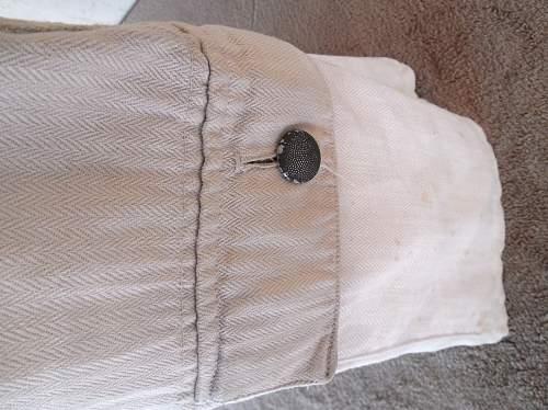 Is it RAD 6 button Drillich uniform ?