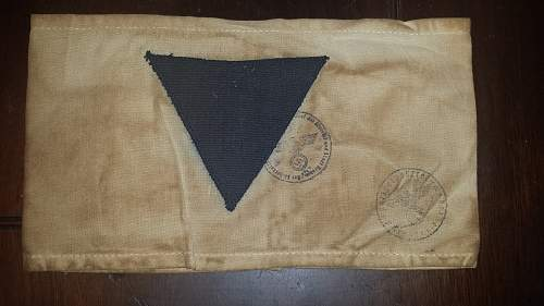 Click image for larger version.  Name:nazi armband 1.jpg Views:251 Size:232.4 KB ID:871608