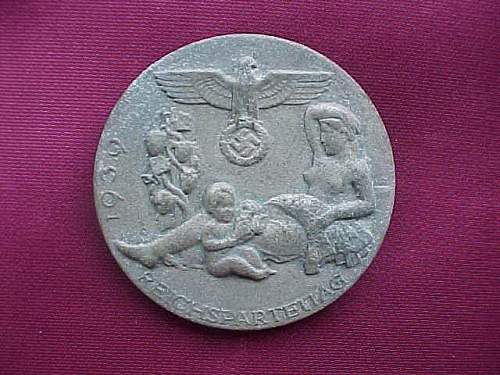 Reichpartietag 1939 tinnie and Heer cap eagle: Good or bad pieces?