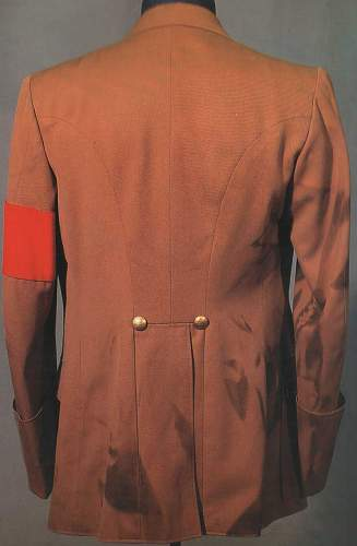 Click image for larger version.  Name:hitler's-tunic-back.jpg Views:841 Size:51.1 KB ID:9386