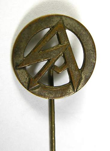SA stickpin on eBay help please as it is a buy now