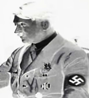 Need Help to identify tinnies and badges worn by Hitler 1932 - 34