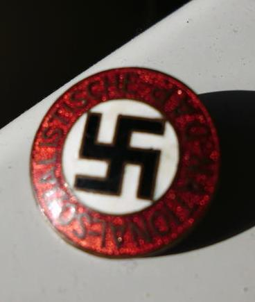 Standard early Partei pin