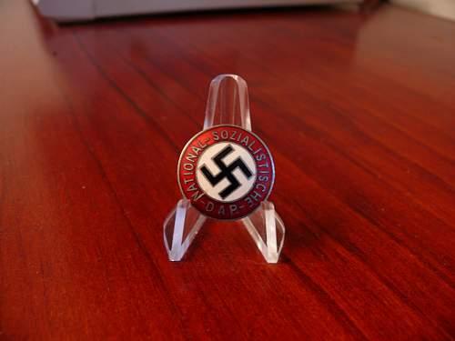 M9/72 marked NSDAP badge...