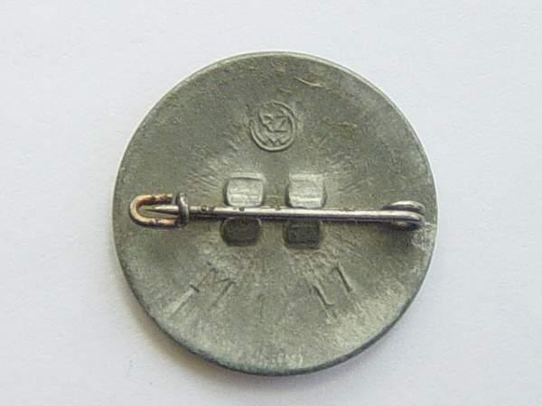 Click image for larger version.  Name:NSDAP membership badge 004.jpg Views:90 Size:135.9 KB ID:19356