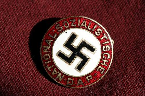 Click image for larger version.  Name:NSDAP pins 102.jpg Views:324 Size:267.9 KB ID:324383