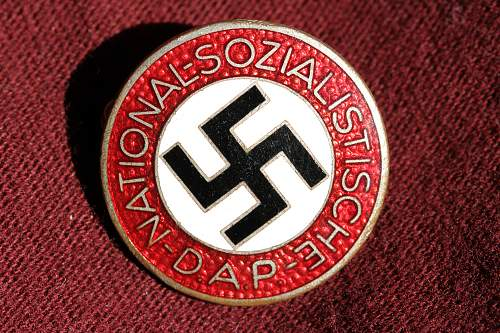 Click image for larger version.  Name:NSDAP pins 118.jpg Views:191 Size:277.7 KB ID:324405