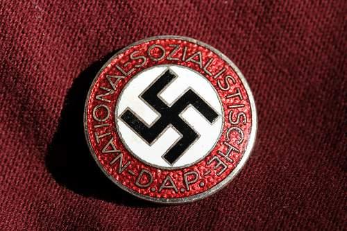 Click image for larger version.  Name:NSDAP pins 053.jpg Views:115 Size:269.7 KB ID:324486