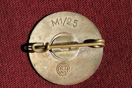 Click image for larger version.  Name:NSDAP pins 034.jpg Views:100 Size:272.4 KB ID:327396