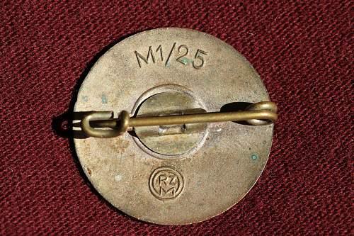 Click image for larger version.  Name:NSDAP pins 033.jpg Views:125 Size:270.3 KB ID:327397