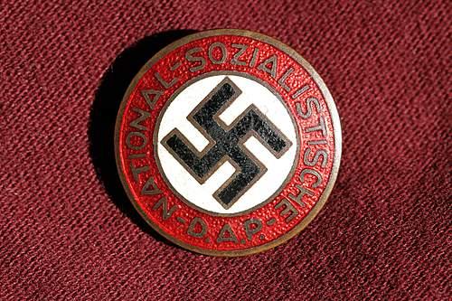 Click image for larger version.  Name:NSDAP pins 066.jpg Views:113 Size:364.8 KB ID:364114