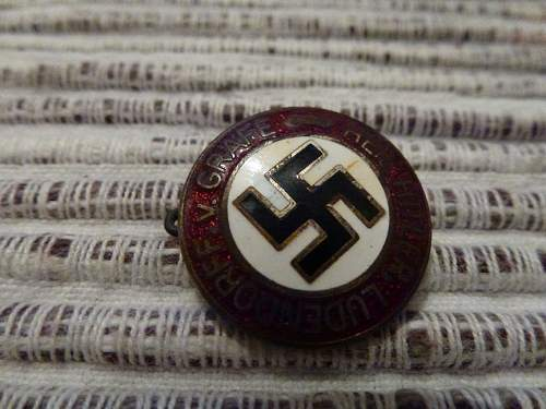 German pin badges - are these original?