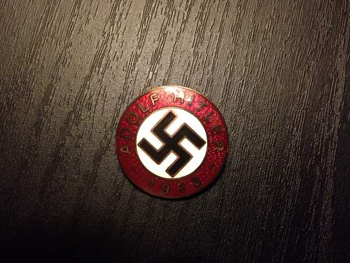 Example of a fake Adolf Hitler 1933 M1/129 badge?