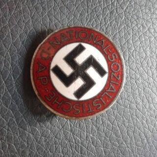 This badge is up for auction, should I bid on it? M1/62