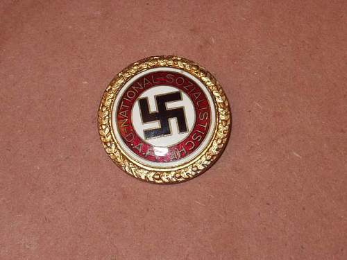Gold Party Badge and early HJ membership badge:Authentic or bad pieces?
