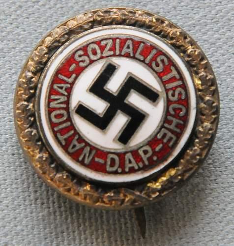 Click image for larger version.  Name:NSDAP Honor Membership Badge front.jpg Views:8 Size:209.4 KB ID:943200