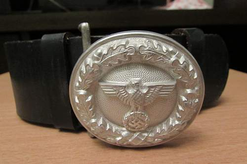 Officer Belt q Buckles original?