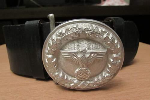 Officer Belt q Buckles original?