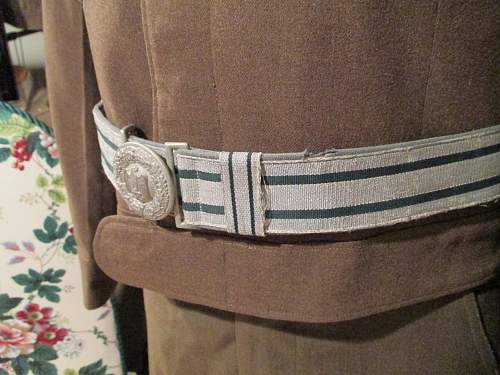 Unmarked Heer Officer Buckle and Brocade