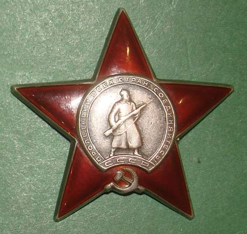 Red Star awarded to female medical captain with photo