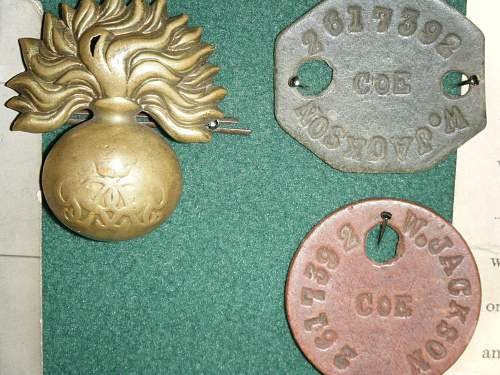Click image for larger version.  Name:ID tags and cap badge. W. Jackson 4th Btn GG.jpg Views:92 Size:259.8 KB ID:119435