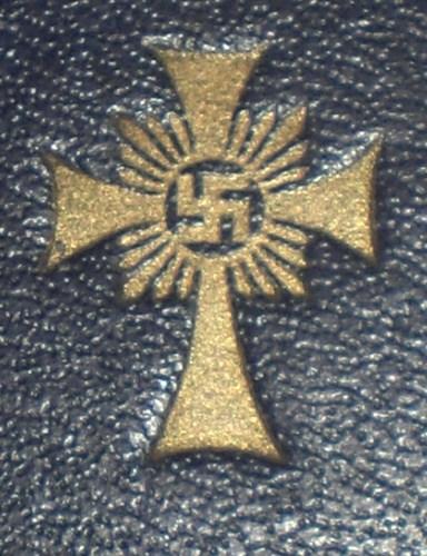 Gold Mutter Kreuz in Etui.