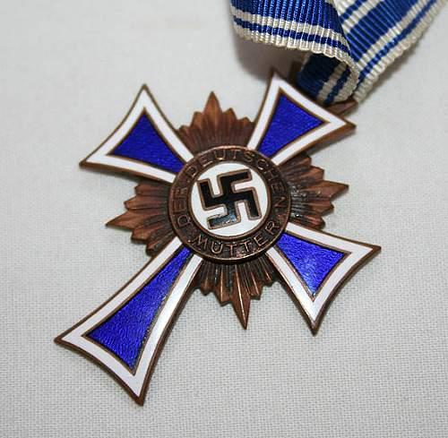 Mutterkreuz with rotated Swastika