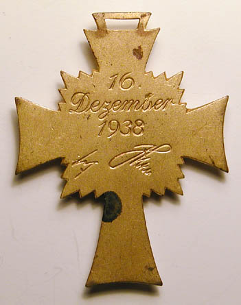 Rare Mutterkreuz clasp in bronze.