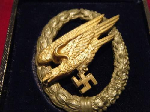 Fallschirmschutzen Badge with Case