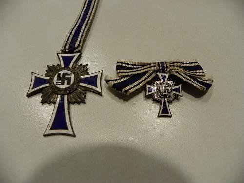 Gold Mutterkreuz in case and silver.