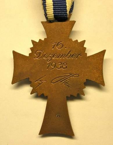 Bronze Mutterkreuz .......... repro?
