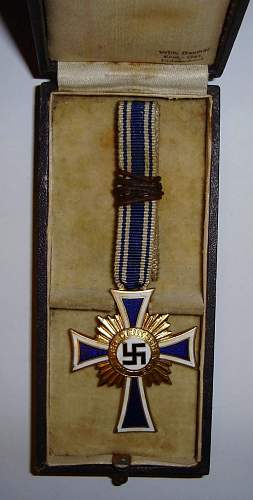 Ehrenkreuz der Deutschen Mutter im Gold and Kriegverdienstkreuz II Klasse - genuine?