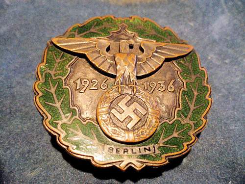Click image for larger version.  Name:GAU BERLIN BADGE 001.jpg Views:439 Size:149.7 KB ID:210666