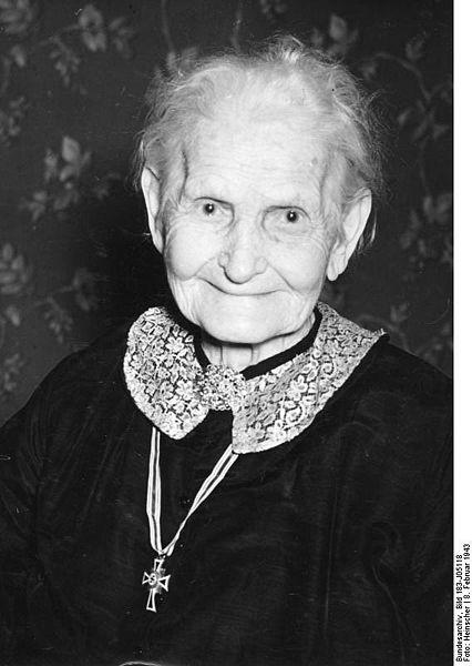 100 year old lady awarded the Ehrenkreuz der Deutschen Mutter