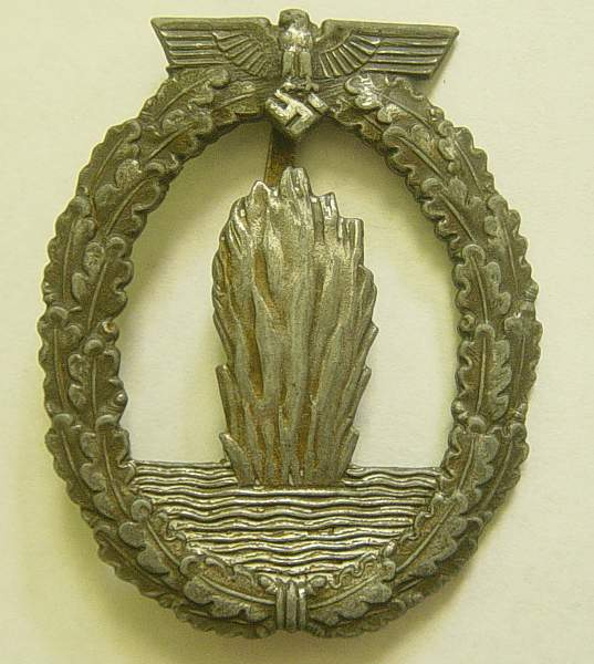 Click image for larger version.  Name:Kriegsmarine Minesweepers war badge.jpg Views:197 Size:215.4 KB ID:21771