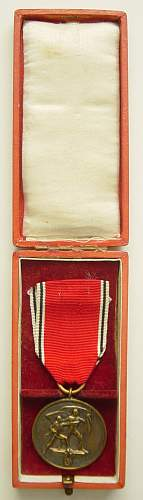 Click image for larger version.  Name:Cased medal for Entry into Austria in case..jpg Views:149 Size:95.7 KB ID:247004