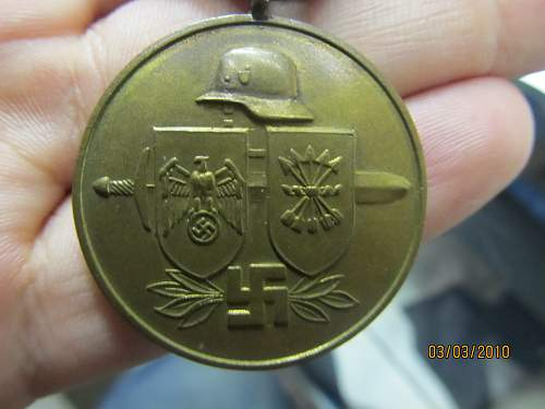 Medal for Spanish Volunteers, Herres Flakabzeichen, and an unrecognized medal