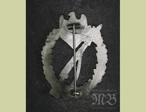 Click image for larger version.  Name:Silver Infantry Assault Badge 2.jpg Views:37 Size:34.9 KB ID:252906