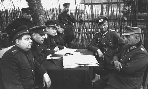 Click image for larger version.  Name:1944_kapitulation_witebsk_vasilevsky_chernyakovski_gallwitzer_hitter.jpg Views:190 Size:62.8 KB ID:27474