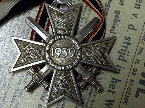 Ritterkreuz des Kriegsverdienstkreuzes mit Schwertern: need help ?