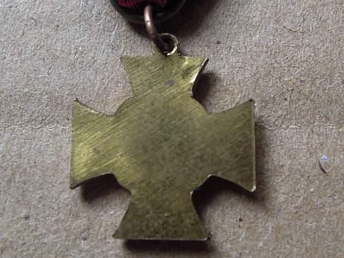Click image for larger version.  Name:Ehrenkreuz für Kreigsteilnehmer (reverse).jpg Views:33 Size:249.8 KB ID:300601