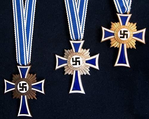 Ehrenkreuz der Deutschen Mutter 2. Stufe, Silver, mid-size pin back