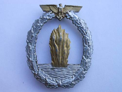 Click image for larger version.  Name:minesweepers badge and SS scull 001.JPG Views:44 Size:230.9 KB ID:316802