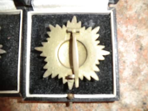 Ostvolkmedaille 1er Klasse in Gold, Silber und Bronze mit Schwertern und etui.