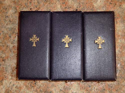 Mutterkreuz, some in box's others not.